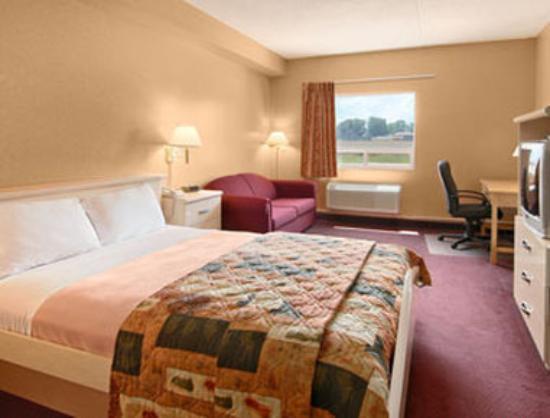 Days Inn Leamington : 1 Queen Business Class Guestroom