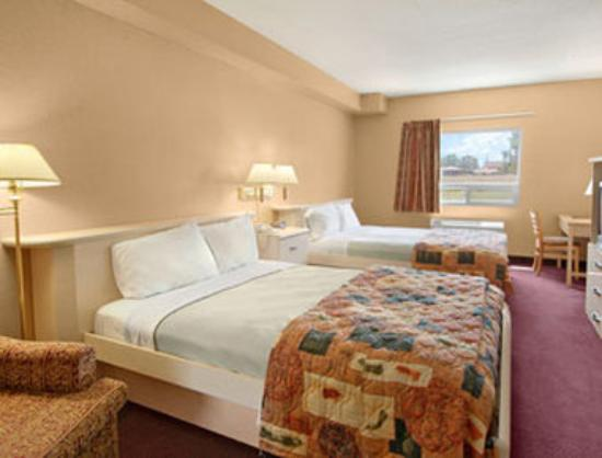 Days Inn Leamington : Room with 2 Queen Beds