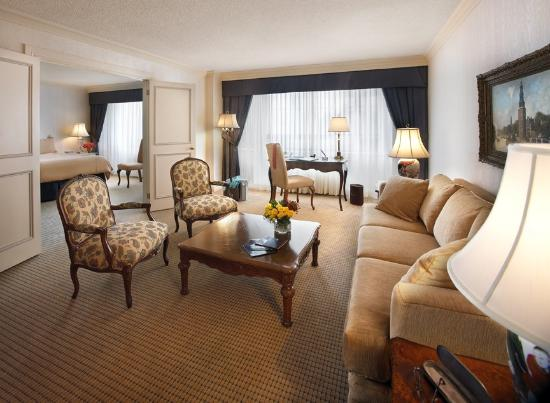 Apartments on Bay at The Sutton Place Hotel: Executive Suite