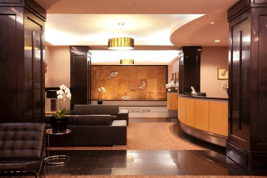 Carmana Plaza: Lobby