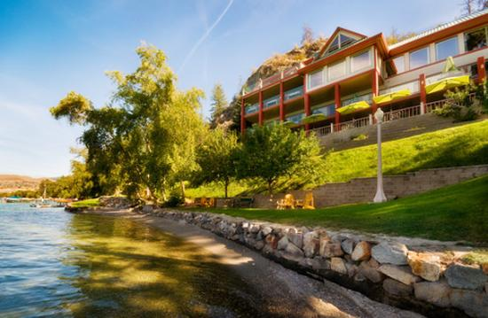 Lakeside Illahee Inn: Lakeside Illahee Inn on beautiful Lake Kalamalka.