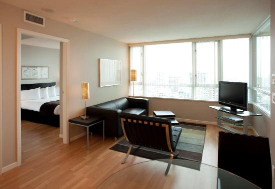 Carmana Plaza: Executive Floor One Bedroom Suite