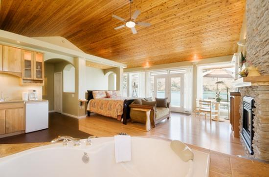 Lakeside Illahee Inn: Pacific Grand Suite in Lakeside Illahee Inn