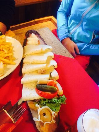 Mooserwirt - wahrscheinlich die schlechteste Skihutte am Arlberg : The Cheese Sandwich !
