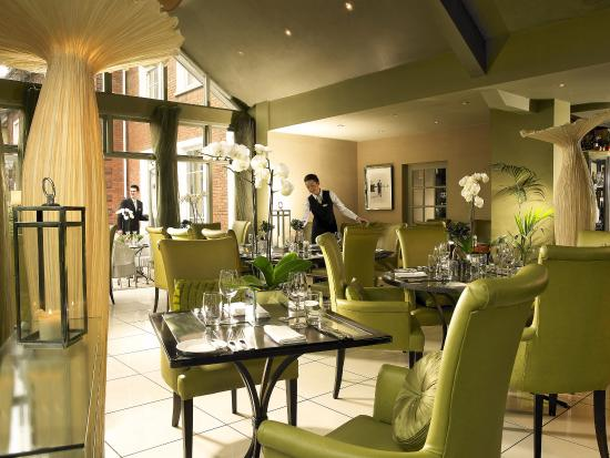 Hayfield Manor Hotel: Perrotts Garden Bistro