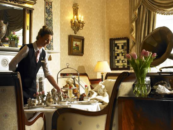 Hayfield Manor Hotel: Afternoon Tea in the Drawing Room