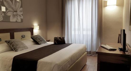 ホテル センピオーネ