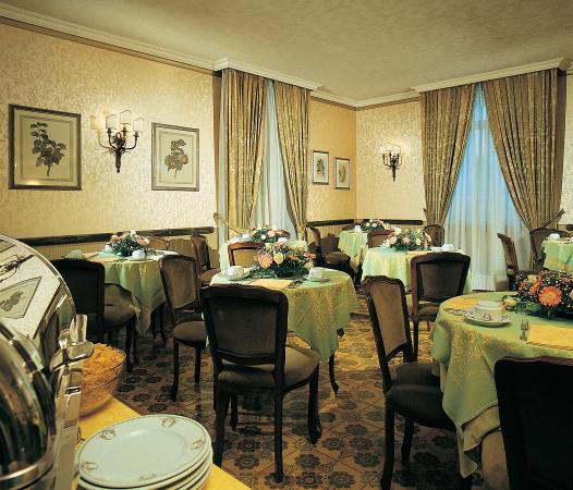 Hotel Giulio Cesare: Breakfast Room
