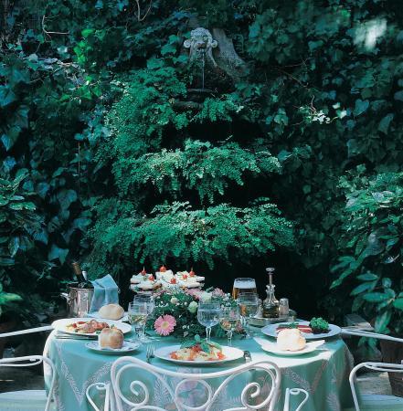 Hotel Giulio Cesare: Outdoor dining