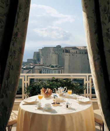 Grand Hotel Vesuvio: Sea-view room with terrace