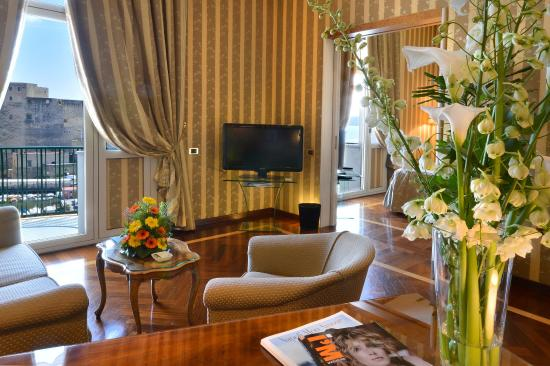 Grand Hotel Vesuvio: Deluxe Seaview Junior Suite