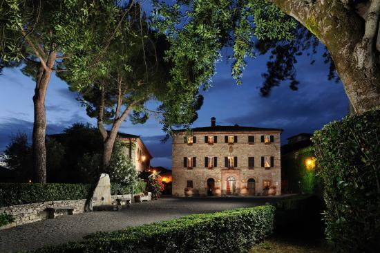 Hotel Borgo San Felice: Borgo Night