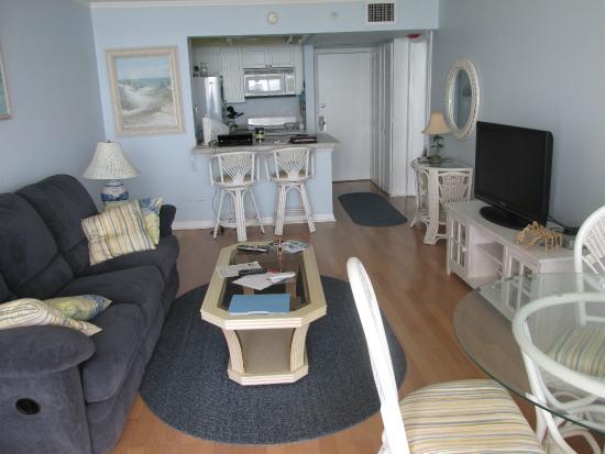 Island Beach Resort : Condo living room
