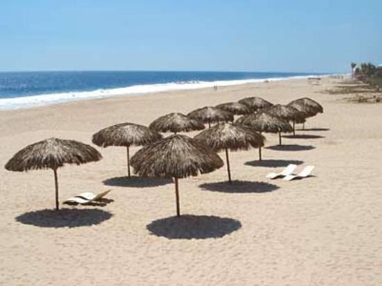 Parador Del Sol Acapulco: Beach