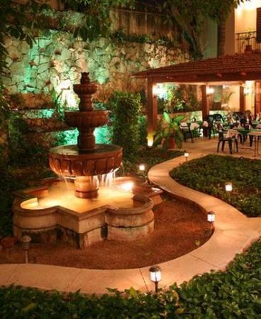 Hotel Maison del Embajador: Garden