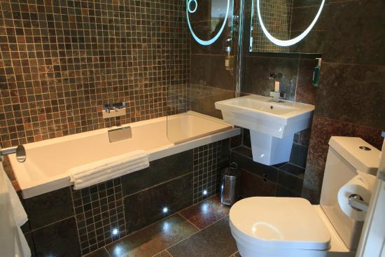 BEST WESTERN PLUS Centurion Hotel: Deluxe Bathroom