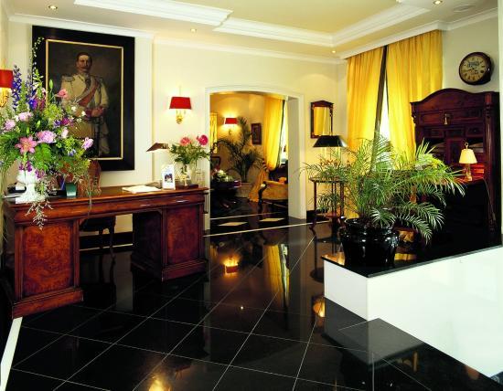 Hotel Zimmermann: Interior View