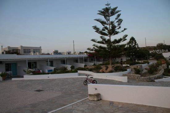 Parasporos Village : giardino interno