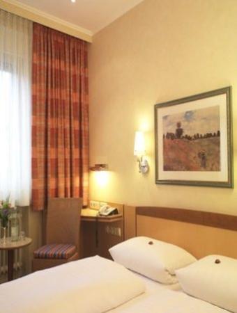 Hauser Hotel: Room