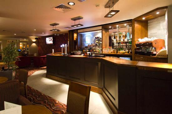 Premier Inn London Kensington (Earl's Court) Hotel: Bar
