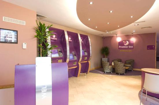 Premier Inn London Kensington (Earl's Court) Hotel: Reception