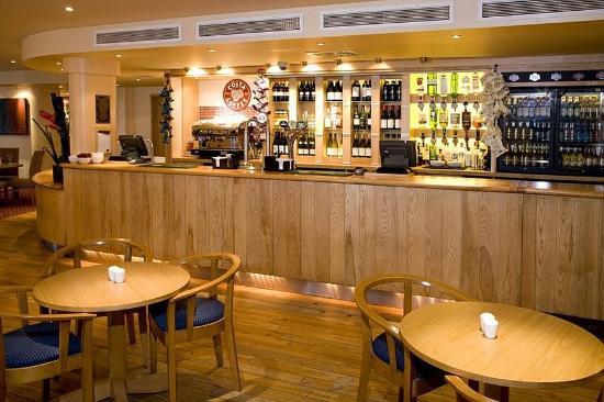 Premier Inn London Docklands (Excel) Hotel: Bar