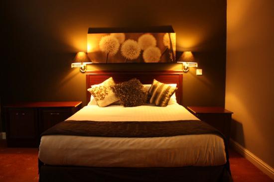 Birch Hotel: Guest room