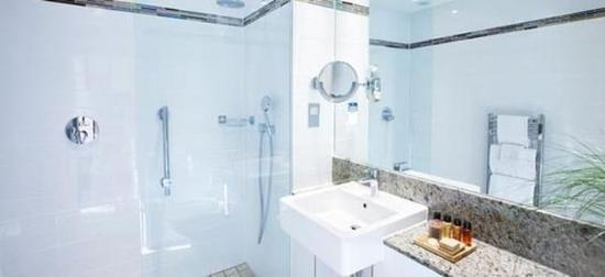Rydges Kensington London: Executive Room Bathroom