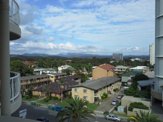 Kirra Beach Apartments: Mountain View