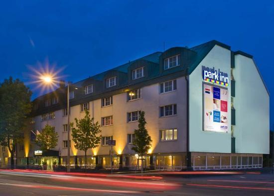 Park Inn by Radisson Uno City Vienna: Exterior View