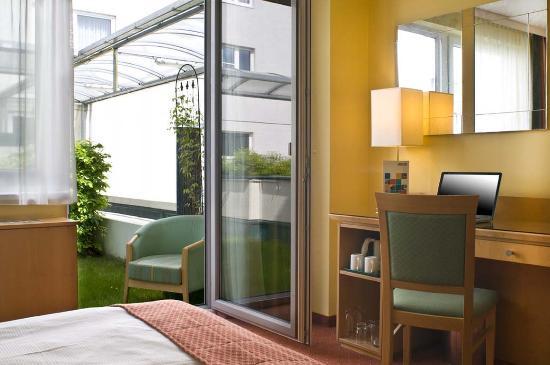 Park Inn by Radisson Uno City Vienna: Standard Room
