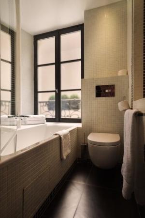 Hotel Monceau Elysees: BATHROOM