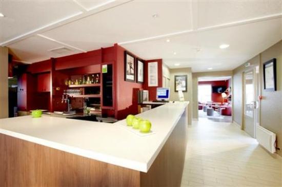 campanile bayonne hotel france voir les tarifs 228 avis et 47 photos. Black Bedroom Furniture Sets. Home Design Ideas
