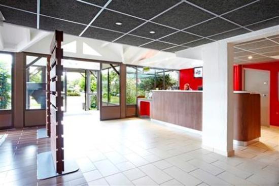 Campanile Bordeaux Nord - Le Lac : Lobby