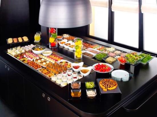 Campanile Bordeaux Nord - Le Lac : Buffet Restaurant