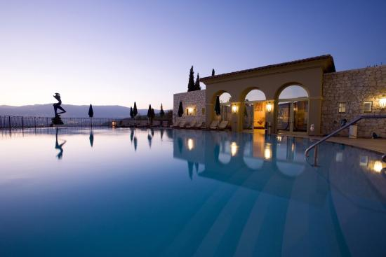 Le Mas Candille : La Pergola Pool View