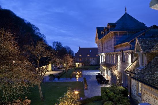 La Ferme Saint Simeon - Relais et Chateaux: Outside View