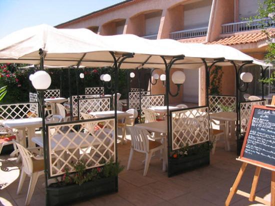 Val Hôtel  : Outside Terrace