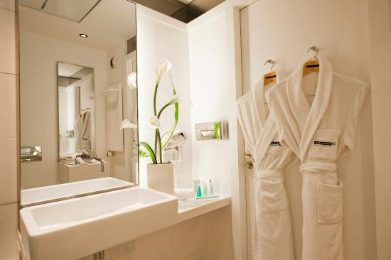 Hotel beau rivage 101 1 2 0 updated 2017 prices for Salle de bain nice