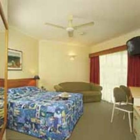 Tropical Queenslander Hotel Cairns: Guest Room