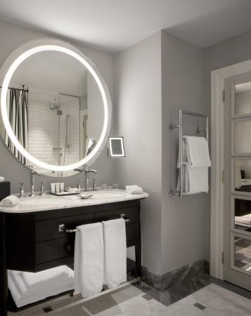 Hotel Maria Cristina, a Luxury Collection Hotel, San Sebastian: Guest Bathroom