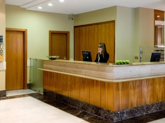 NH Pozuelo Ciudad de la Imagen: Lobby/reception