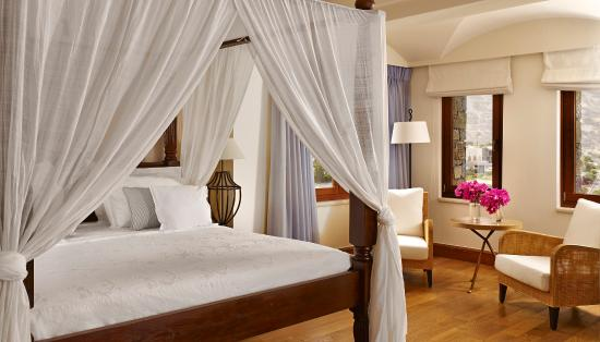 Blue Palace, a Luxury Collection Resort & Spa: Royal Blue Villa Bedroom