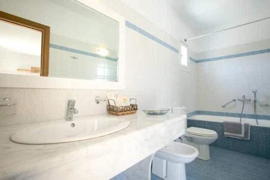 Yiannaki Hotel: Bathroom