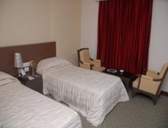 Shelter Hotel: Room