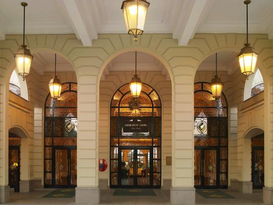 Sheraton Addis, a Luxury Collection Hotel: Entrance