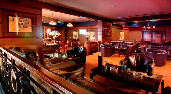 Al Raha Beach Hotel: Black Pearl Bar