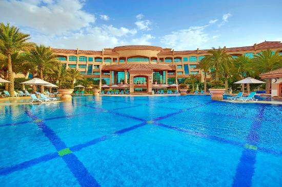 Al Raha Beach Hotel: Temperature Controlled Pool