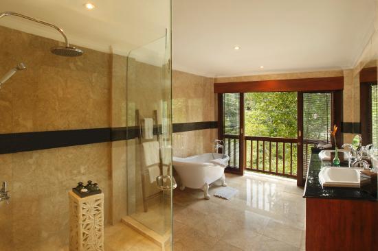 Warwick Ibah Luxury Villas & Spa: Luxury Bathrooms