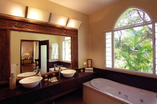 Diamonds Dream of Africa: Bathroom